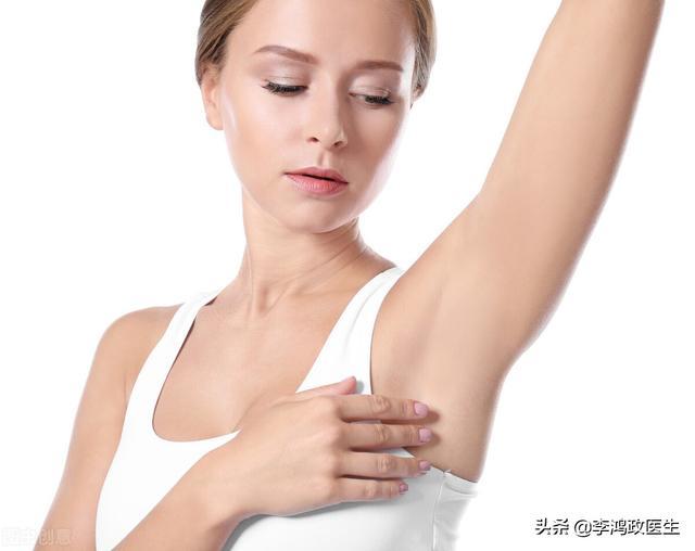 腋窝淋巴结肿大图片,女子洗澡发现腋窝肿块,怀疑艾滋病,医生看到手指顿住:病因明了