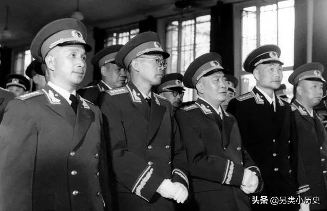 魏巍简介,他是国军少将副军长,陈果夫的校友;57年因何被授少将军衔?