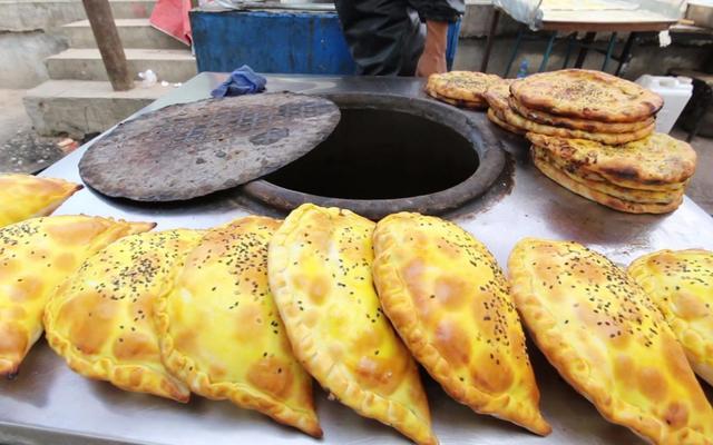吐鲁番美食,热情似火的新疆吐鲁番,美味正在舌尖,带给你不一样的风味
