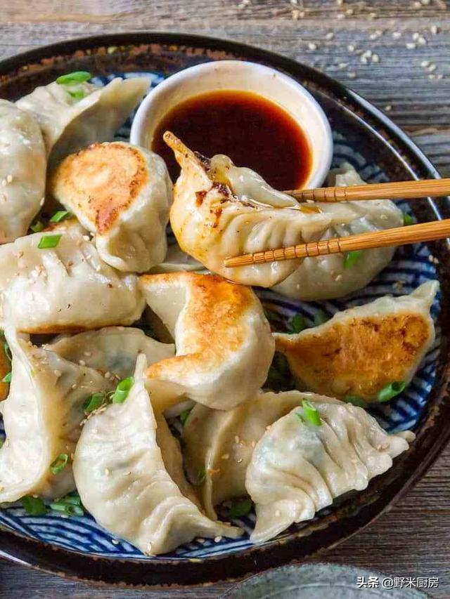煎饺怎么做,教你煎饺的做法,鲜香酥脆,营养解馋,出锅比蒸饺更香