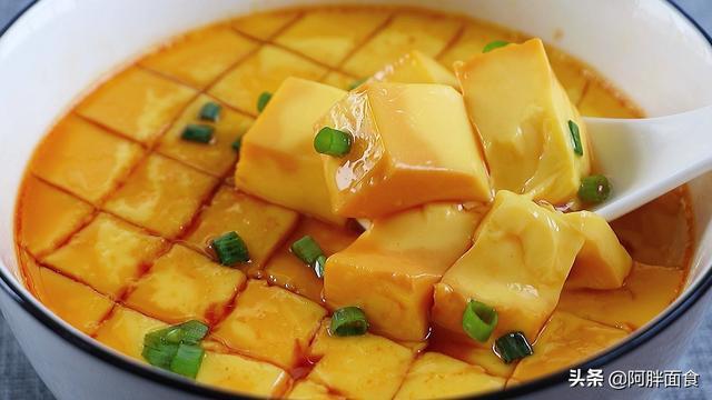 蒸水蛋的做法,水蒸鸡蛋用冷水还是热水?很多人不清楚,老做法教给你,像豆腐