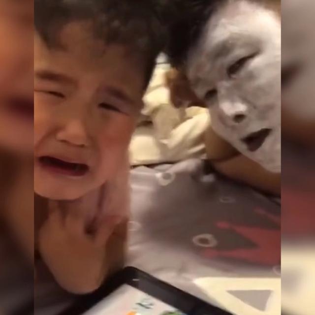 """鬼脸图片,""""不靠谱爸爸""""因扮演鬼脸吓呆宝宝走红,网友:等着跪搓衣板吧"""