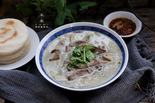 羊杂汤的做法,不会做羊杂汤的朋友看过来,用这个方法,做好的羊杂汤鲜美无膻味