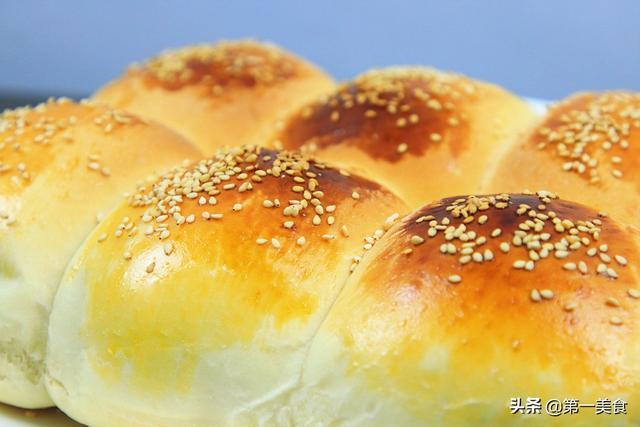 面包的做法家庭做法,想吃面包别买了,不用黄油和高筋粉,半碗面粉做6个,好吃还便宜