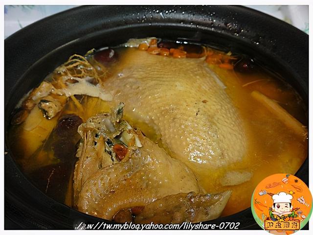 鲜参的吃法,今天这道人参鸡汤,不但做法简单,汤头也厚实,滋味更是一绝啊