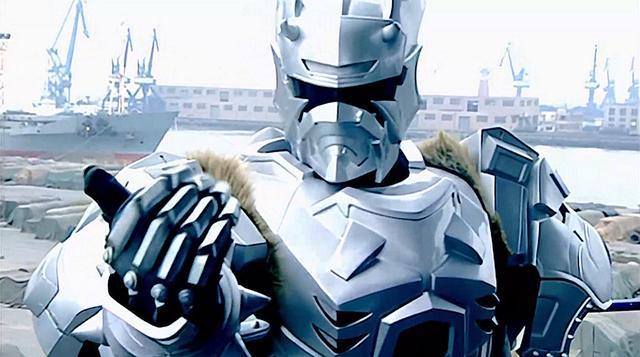 铠甲勇士图片,铠甲勇士:黑犀铠甲打了副导演,被五大护法群殴,雪獒铠甲被电疗
