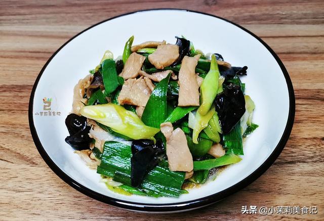 """蒜苗怎么做好吃,蒜苗有""""天然青霉素""""之称,3月正鲜,炒肉最香,春天常吃身体棒"""