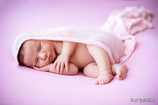 婴儿2个月,宝宝2个月听绘本,6个月自己拿住书,7个月会翻页…我做了什么