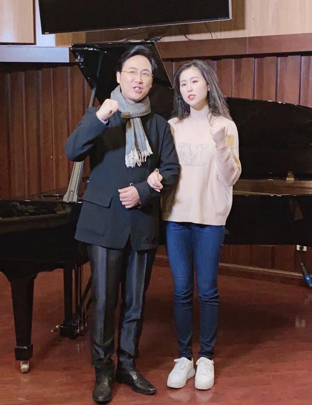 廖昌永突发腰疼,难受到站不起来,不忘叮嘱让女儿独自演唱? 全球新闻风头榜 第6张