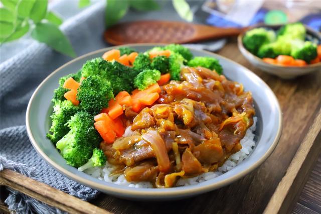 肥牛饭的做法,零失败的肥牛饭,鲜嫩可口,10分钟搞定,比吉野家的还好吃