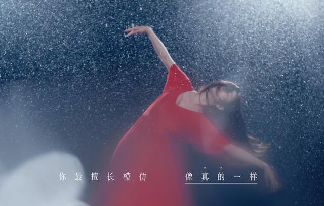 佟丽娅参演张杰新歌MV,雪中光脚跳舞灵动唯美,与张杰甜蜜相拥 全球新闻风头榜 第1张