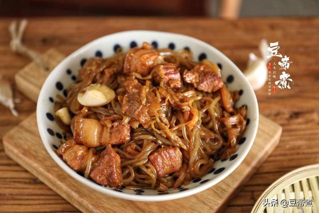 酸菜粉条的做法,东北人吃不腻的一道菜,吃了几十年,最爱的还是酸菜猪肉炖粉条子