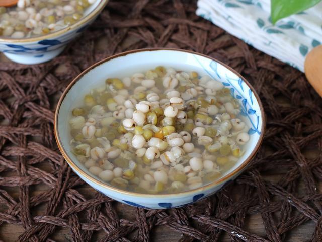 绿豆粥怎么做,煮绿豆粥用白糖还是用冰糖?区别还挺大,可惜很多人都不懂