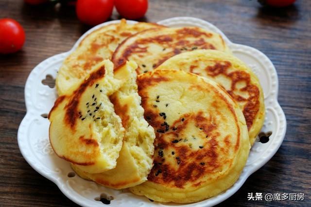 玉米饼的家常做法,早餐想吃玉米饼,提前拌面糊,起床再煎熟,上桌就被抢,营养好吃