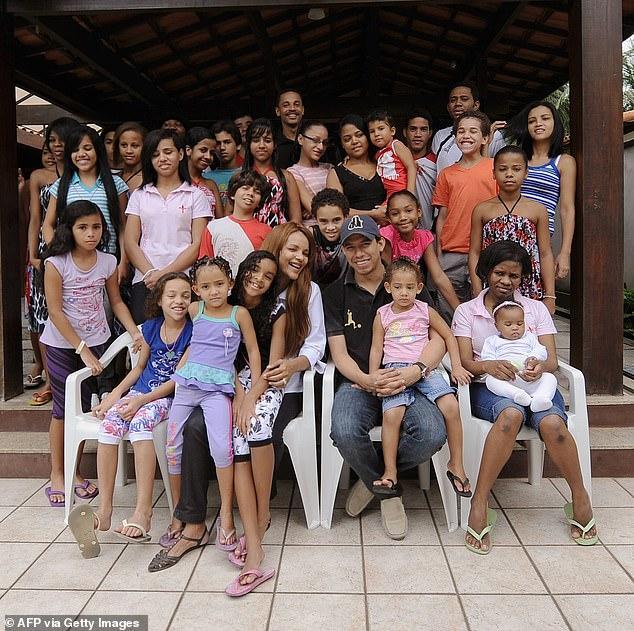 """多次杀夫失败,巴西女议员指使孩子""""枪决"""",至少10个孩子涉案 全球新闻风头榜 第2张"""