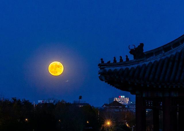 描写月亮的诗句有哪些,时光悠悠,四首月亮的古诗,读着读者就老了