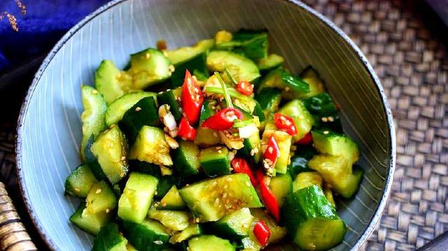 凉拌黄瓜的做法,原来这才是凉拌黄瓜的正确做法,清脆爽口又入味,全家抢着吃