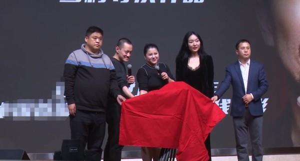 雪村老婆俞晴罕露面,身材臃肿长胖太多认不出,曾靠拍风月片出名 全球新闻风头榜 第6张
