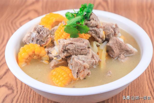 排骨汤的做法,玉米排骨最家常做法,汤白肉鲜又营养,清淡不油腻,简单易学