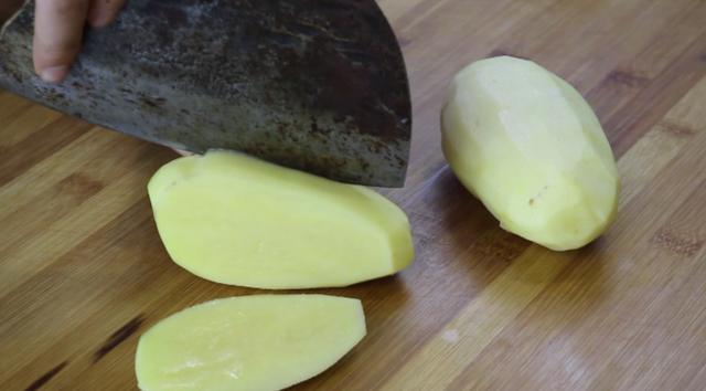 土豆的做法,土豆这样做实在太好吃了,营养美味,做法简单,比红烧肉还香