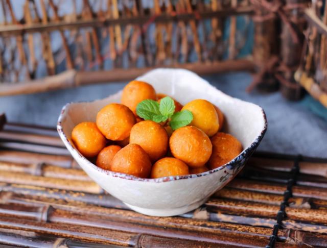 红薯丸子的做法,炸红薯丸子,有人用面粉有人用糯米粉,做错了,难怪丸子会发硬