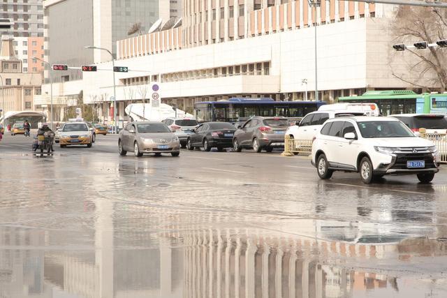 呼和浩特一小区供热管道爆裂,银行地下室被淹 全球新闻风头榜 第2张