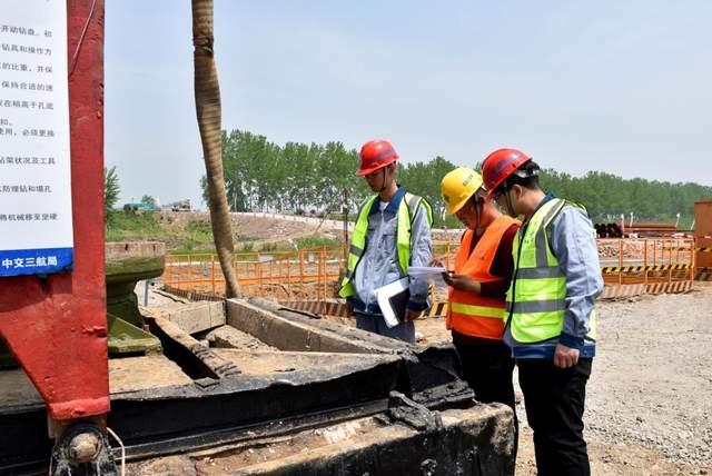 用劳动书写新时代—记坚守264省道淮安区段跨淮河入海道施工一线的建设者