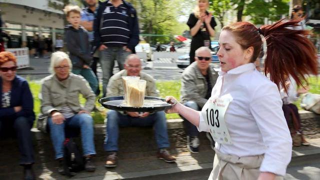 德国柏林举办另类服务生赛跑