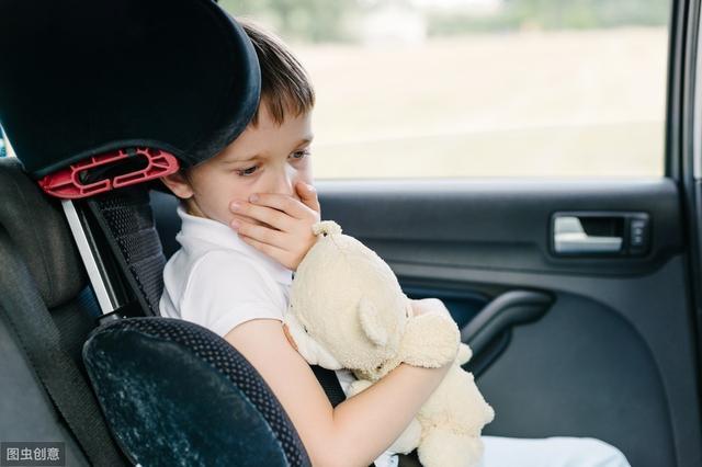 小儿呕吐、吐奶,用这个方法,能和胃止呕吐