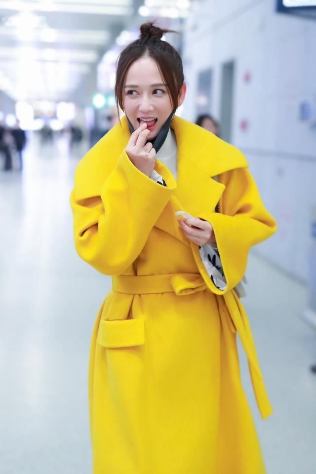 40岁的陈乔恩越来越美了,穿黄色大衣配牛仔裤,像20岁少女一样寻常7684 作者:admin 帖子ID:23440