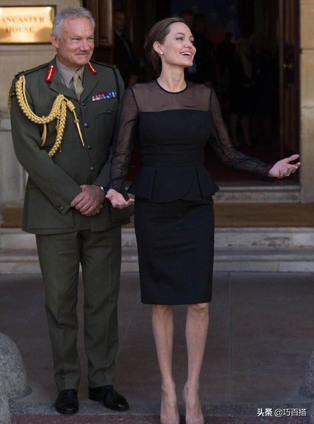 中年姐姐不用怕,黑色单品照着安吉丽娜这样穿,完全不担心变老气