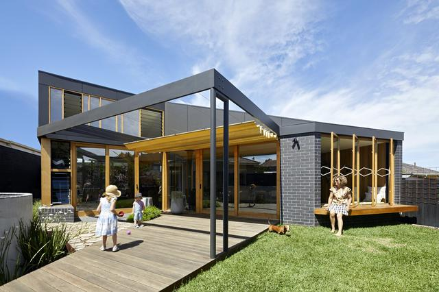 墨尔本的一座住宅得到了夏日扩建的启发,灵感来自大篷车