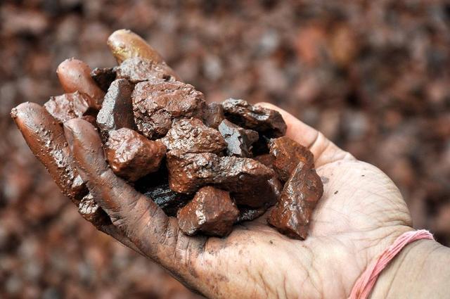 """告上WTO也没用!铁矿石价格""""腰斩"""",澳大利亚已被中国掐住命脉"""