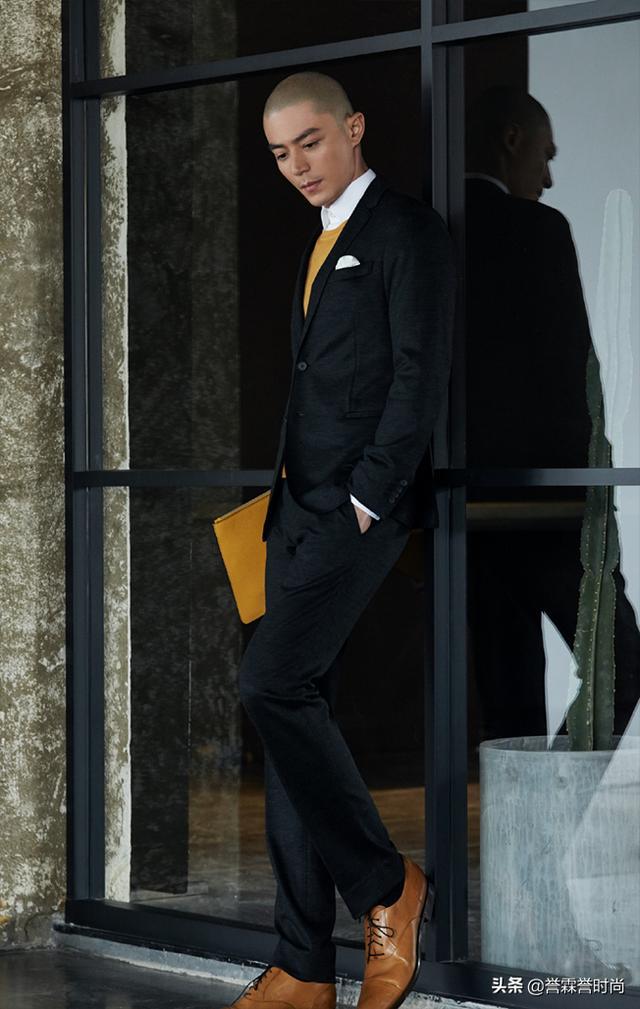 42岁霍建华这是要走哪种时尚路线?光头配西装,这气质模仿不来