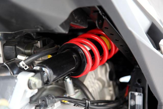 国四标准!金城草蜢200携7项升级再次席卷,189CC引擎+ABS,1万多
