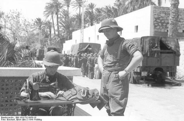 非洲军团的战斗力保障之一:德军热带头盔