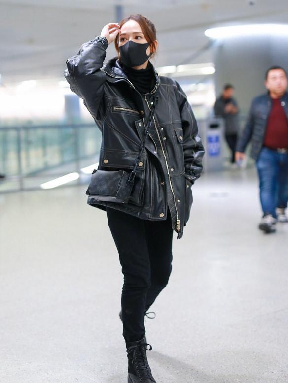 40岁的陈乔恩越来越美了,穿黄色大衣配牛仔裤,像20岁少女一样寻常9725 作者:admin 帖子ID:23440