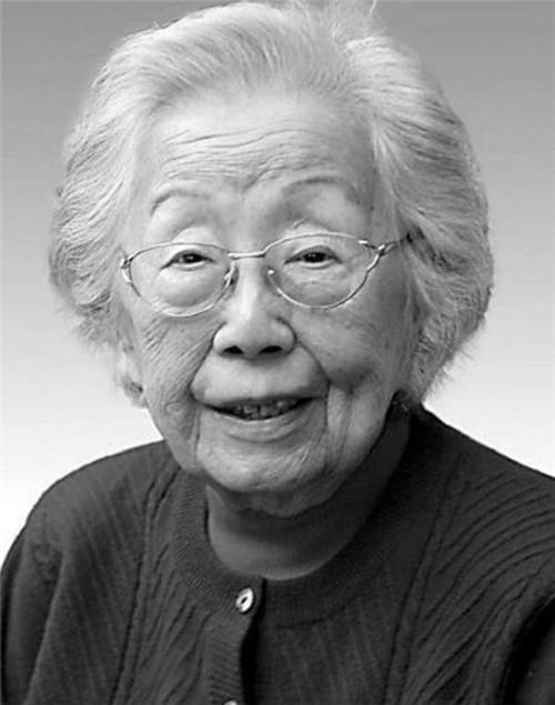 2010年一老人临终前:我暴露了?护士不解,4天后她被葬于八宝山
