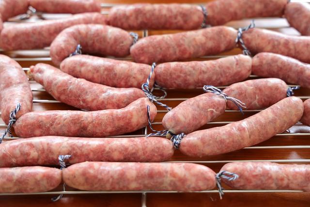 自制脆皮腸,純肉餡兒吃起來太過瘾了,在家做無添加才健康