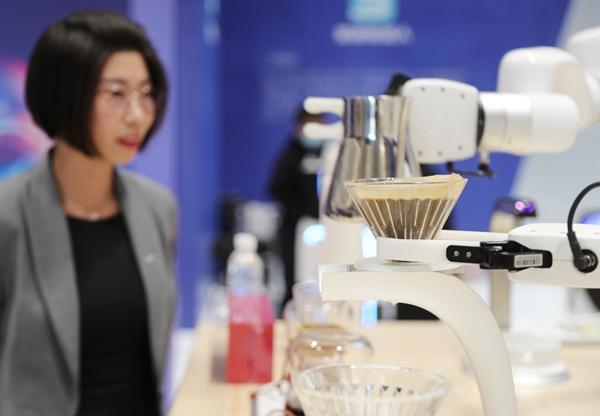 山东青岛:机械人助力聪明生活