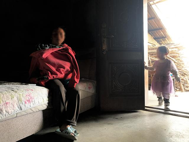 四川石棉一外子遭妻子追打后病亡,妻子称外子性侵继女