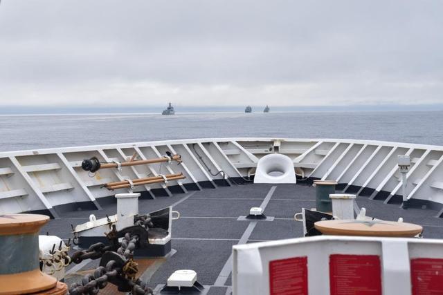 日本防卫省:中国海军055大驱编队穿越大隅海峡,此前曾穿越宫古和宗谷海峡