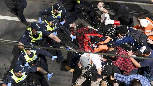 澳大利亚警察暴力镇压抗议者 美国共和党团体呼吁世界实施制裁