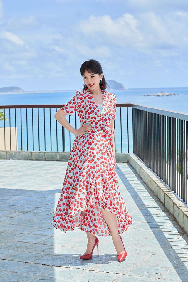赵雅芝海边度假大片释出甜蜜可人 穿波点红裙笑容粲然似仙女4687 作者:admin 帖子ID:23438