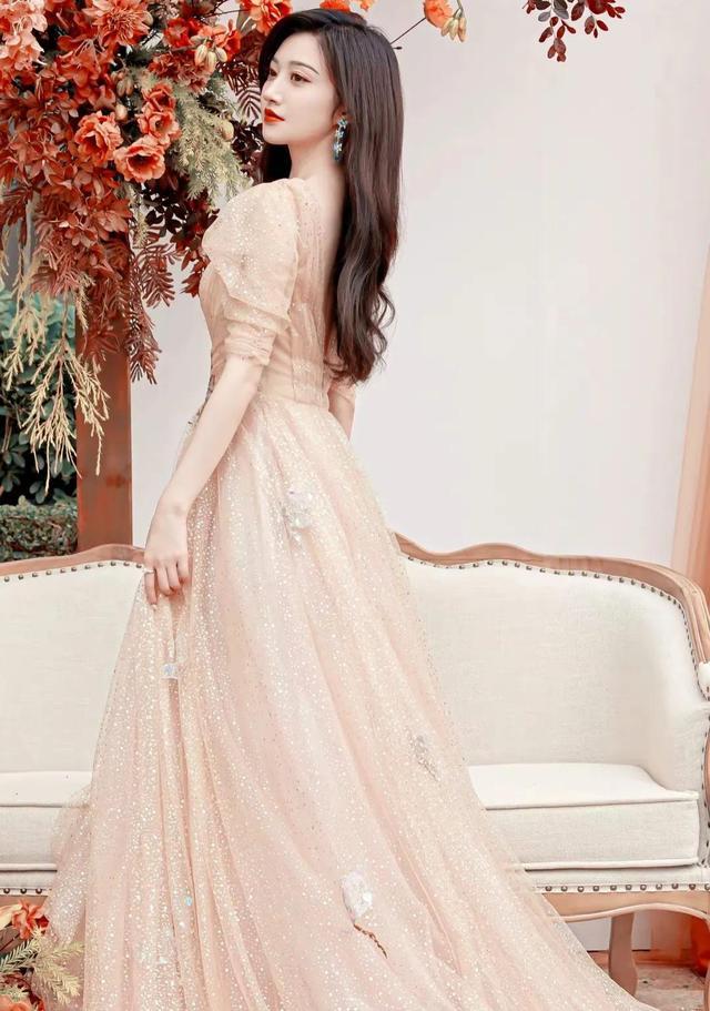 景甜星光薄纱长裙写真仙气满满