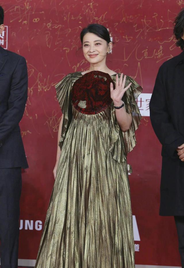 红毯比美大赛一触即发?姚晨巩俐战袍加身,谁长在你的审美点上?