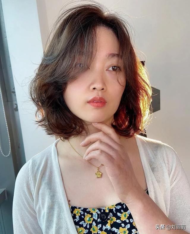 十月这23款发型很火,瘦脸先锋颜值高,越来越多女性这样剪