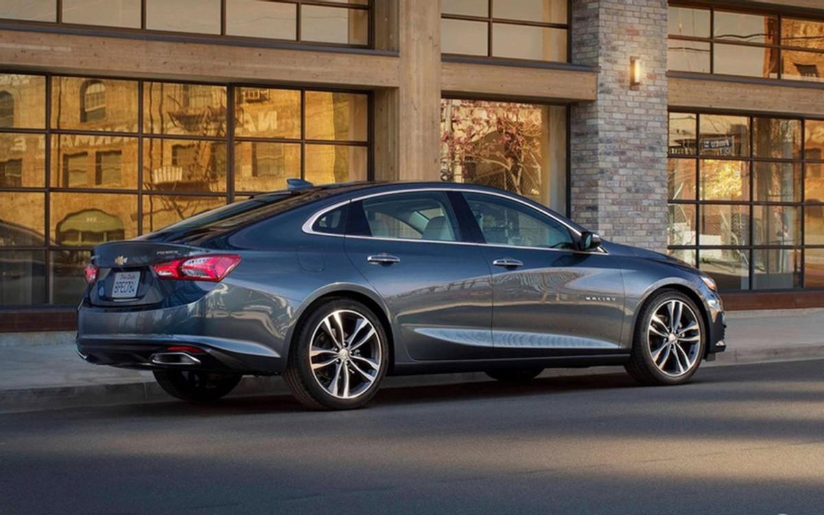 十多万就能买这3款优秀中型车,颜值高、动力强,开出去也不丢面
