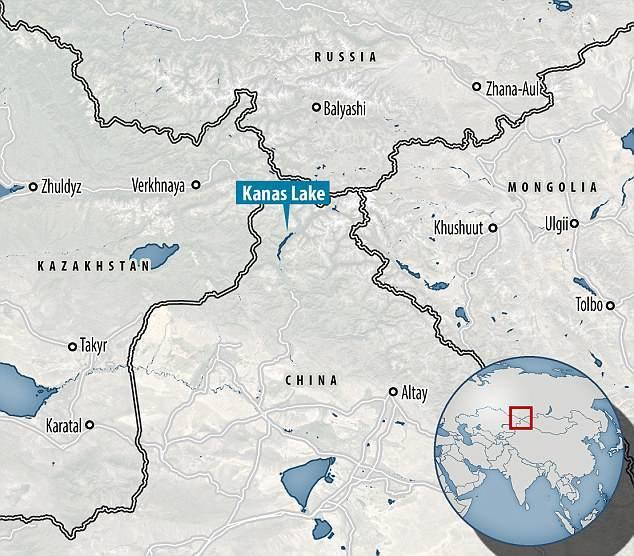 """新疆再现""""水怪""""?游客拍下湖面不明生物,身长或达10米"""