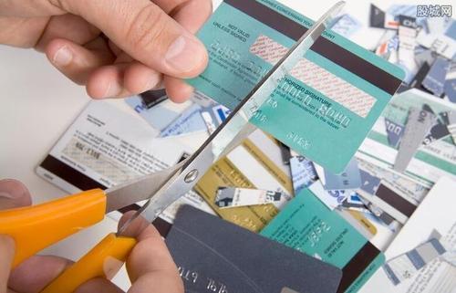 信用卡账单日前还款,使可用额度达到20%,降低负债可行吗?